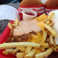 Photo taken at In-N-Out Burger by Angela T. on 5/13/2013