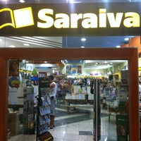 Photo taken at Livraria Saraiva by Edward E. on 12/13/2012