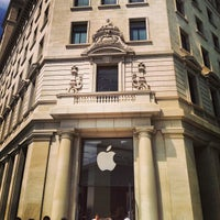 Photo taken at Apple Passeig de Gràcia by Arturo M. on 5/8/2013