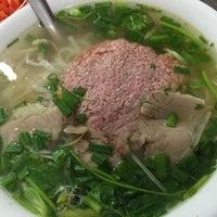 Photo taken at Phở Bắc Hải by Yuya I. on 4/23/2016