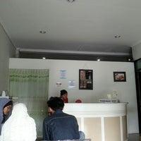 Photo taken at Vidiz Baniar Beauty Clinic by Donny P. on 1/6/2013