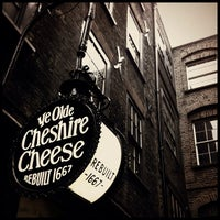 Photo taken at Ye Olde Cheshire Cheese by Chris K. on 10/5/2012