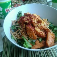 Photo taken at Super Salads by Jose Ines T. on 3/28/2013