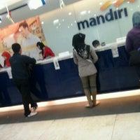 Photo taken at Bank Mandiri by Ayek'Mecanick T. on 8/19/2013