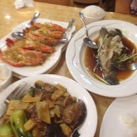 Photo taken at King Bee Chinese Restaurant by Reggie M. on 2/19/2015