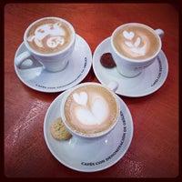 Photo taken at Cafés El Magnífico by Robin C. on 5/4/2013