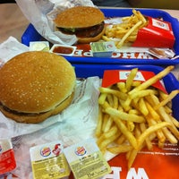 Photo taken at Burger King by 👠👑👸🏼Bahar 👸🏼👠👑 on 3/25/2013