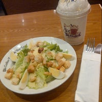 Photo taken at The Coffee Bean & Tea Leaf by Rifa N. on 10/6/2012