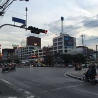 Photo taken at Huai Khwang Intersection by ✨Mєsα ڪøsø 💋 on 9/6/2016