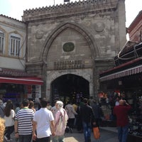 Photo taken at Beyazıt - Kapalıçarşı Tramvay Durağı by M. Büşrâ Şmşr  on 5/11/2013