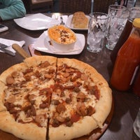 Photo taken at Pizza Hut by Dion B. on 11/10/2014