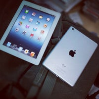 Photo taken at Apple Store by Trần Quốc Huy on 10/23/2012