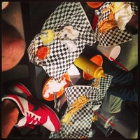 Photo taken at Bun Bun Gourmet Burger and Tea House by Muella on 6/10/2013