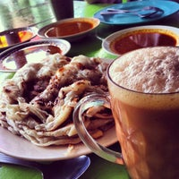 Photo taken at Roti Canai D'Bukit by Mayah M. on 1/18/2013