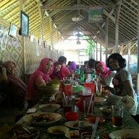 Photo taken at Pondok Ikan Bakar BM by Tony Hermanto T. on 11/28/2014