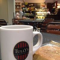 Photo taken at TULLY'S COFFEE 田町グランパーク店 by okamon on 3/23/2015
