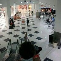 Photo taken at Shopping Poços de Caldas by Fernando P. on 2/15/2013
