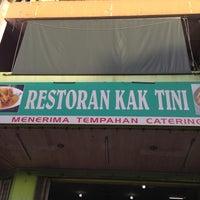 Photo taken at Restoran Kak Tini by Nerelyn S. on 5/5/2013