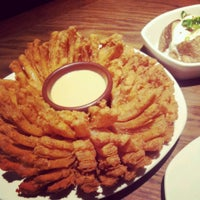 Photo taken at Outback Steakhouse by Thaisa I. on 8/18/2013
