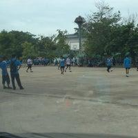 Photo taken at โรงเรียนทีปังกรวิทยาพัฒน์ (มัธยมวัดหัตถสารเกษตร) Dipangkornwittayapat (Mattayomwathatasankaset) School by Paey on 8/15/2013