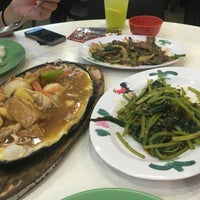 Photo taken at Geylang Lorong 9 Beef Kway Teow by Herenna N. on 7/12/2016