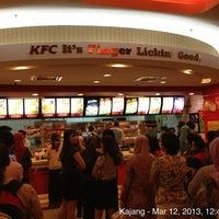 Photo taken at KFC by Zubair (Зубаир) R. on 3/12/2013