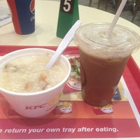 Photo taken at KFC by Stephy T. on 8/24/2013