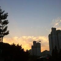 Photo taken at 동막초등학교,호수마을계룡리슈빌,어울림 (ID:29-820) by Moon100(H.G) K. on 10/31/2013