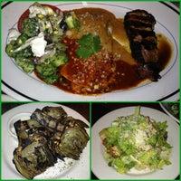 Photo taken at Houston's Restaurant by Rula K. on 6/29/2013