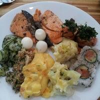 Photo taken at Kenddo Natural Sushi by Renata G. on 2/28/2013