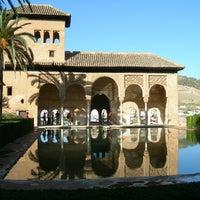 Photo taken at La Alhambra y el Generalife by Hotel rural Casa Rural Fuente la Teja, B&B G. on 4/8/2013