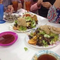 Photo taken at D'Cherang Restoran by Haiqal R. on 6/18/2016