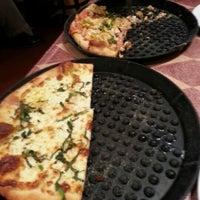 Photo taken at Metro Pizza by Lorenzo L. on 2/2/2013