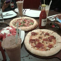 Photo taken at Pizza Hut by Yones L. on 7/27/2013
