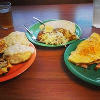 Photo taken at Golden Corral by Gregory O. on 11/27/2013