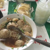 Photo taken at Bakso Sido Mandiri by Ria R. on 5/4/2016