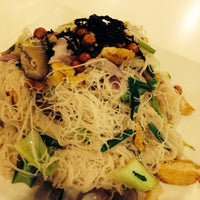 Photo taken at PUTIEN Restaurant 莆田菜馆 by Vincent A. on 8/4/2014