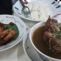Photo taken at Restoran Lenggong Kuey Teow Kerang by Sal on 2/28/2013