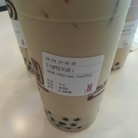 Photo taken at 貢茶(공차) / GONG CHA by Jungjin R. on 9/4/2014