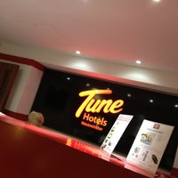 Photo taken at Tune Hotels Westminster by Orlando B. on 7/16/2012
