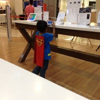 Photo taken at Switch (Apple Premium Reseller) by Aaron Y. on 9/28/2013