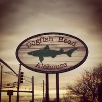 Photo taken at Dogfish Head Alehouse by Francisco S. on 3/28/2013