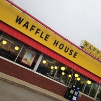 Photo taken at Waffle House by Pizza Guy on 4/29/2014