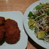 Photo taken at California Pizza Kitchen by Diana R. on 8/19/2013