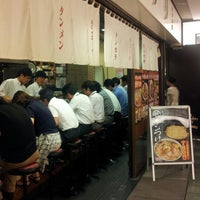 Photo taken at 東京タンメン トナリ 丸の内店 by てる坊 〈. on 7/16/2013