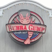 Photo taken at Bubba Gump Shrimp Co. by Diego d. on 11/20/2013