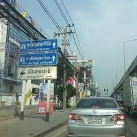 Photo taken at ปากทางเมืองทองธานี by thummanoon k. on 4/3/2013