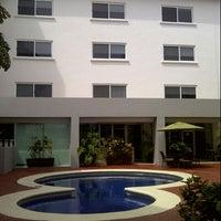 Photo taken at Seven Crown Hotel by Esteban T. on 3/7/2013