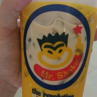 Photo taken at Mr.Shake by Parrot M. on 6/29/2016
