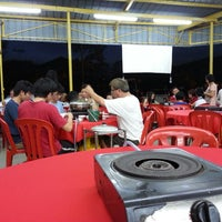 Photo taken at Restaurant Jin Zhou (Steamboat) by Alwin T. on 5/12/2013